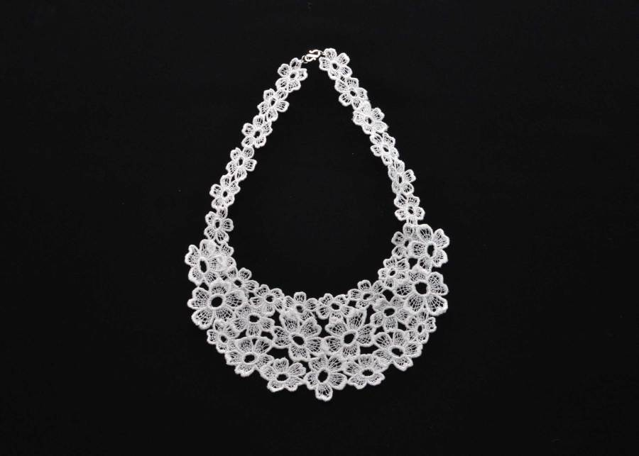 Daisy Dreamer Lace Necklace in Soft White
