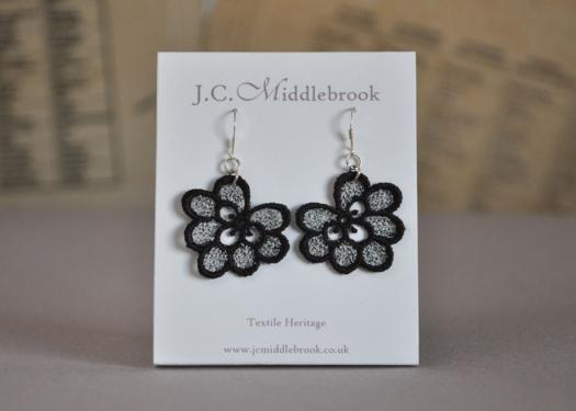 Oakleaf lace earrings presentation