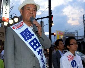 事務所開きで訴える原田区長候補(左)と、のだて区議候補=22日、東京都品川区