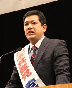 西東京市の演説会で訴える宮本比例候補=16日