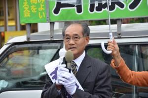第一声を上げる斉藤光次市長候補=8日、東京都青梅市
