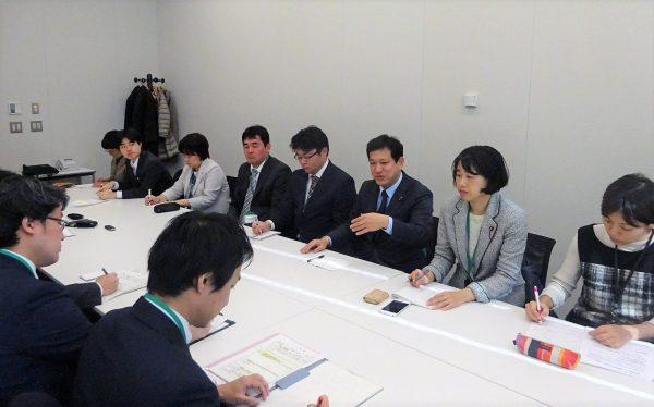 外環道問題で国交省をただす宮本氏(右から3人目)ら=11日、衆院第1議員会館