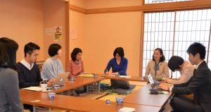 町田市の保護者と懇談する吉良よし子参院議員