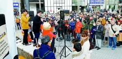 「人の尊厳守れ」「生活保護改悪反対」新宿でアピール~小池晃書記局長があいさつ