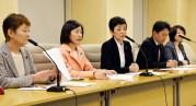 待機児問題の調査結果について会見する党都議団=2月28日、東京都庁