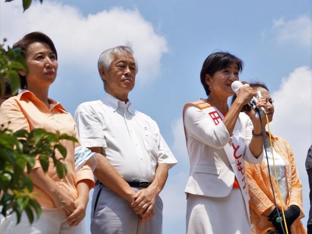 【狛江市長選】「人権・暮らし守りたい」田中とも子候補が第一声~超党派女性市議 応援演説に立つ