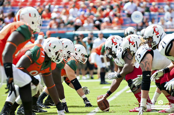 The Miami Hurricanes defense lines up against Cincinnati