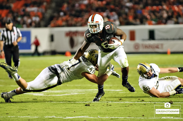 Duke Johnson shakes a tackle