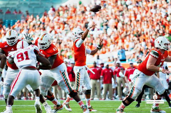Brad Kaaya throws a pass against Nebraska