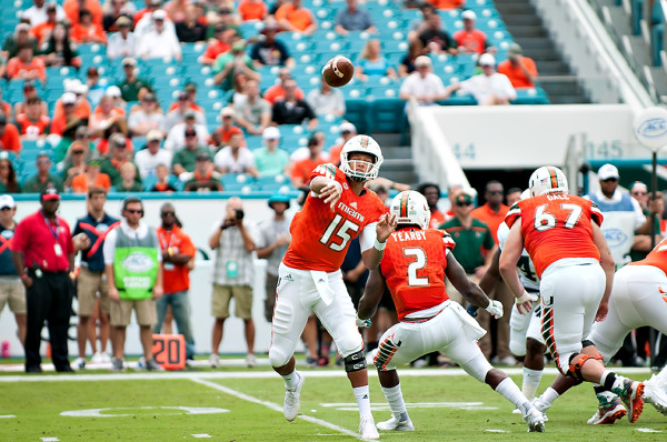 Brad Kaaya throws a pass