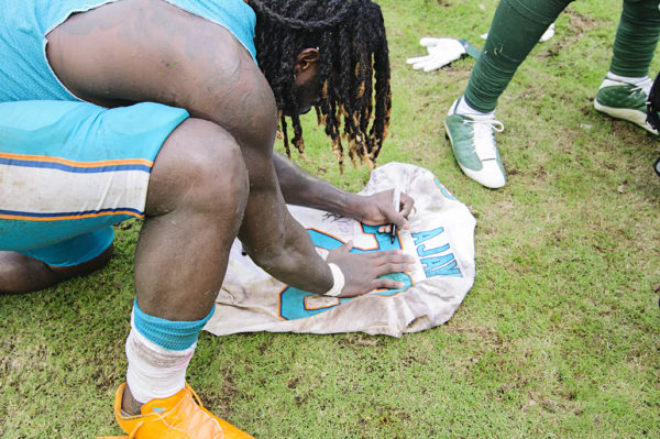 Jay Ajayi signs his jersey