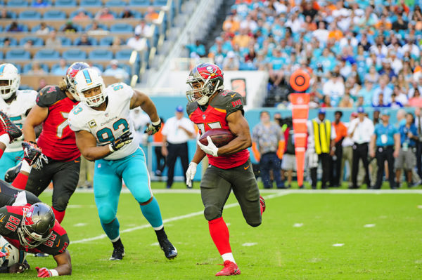 Doug Martin (22) runs past Ndamukong Suh (93)