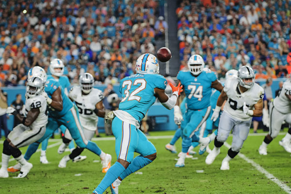 Kenyan Drake (32) waits for the pass from Jay Cutler