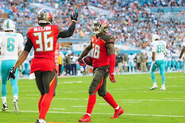 Kwon Alexander (58) celebrates his interception