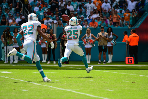 Miami Dolphins cornerback Xavien Howard (25) with the interception