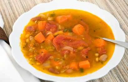Soupe tex-mex aux tomates et au riz végétarienne