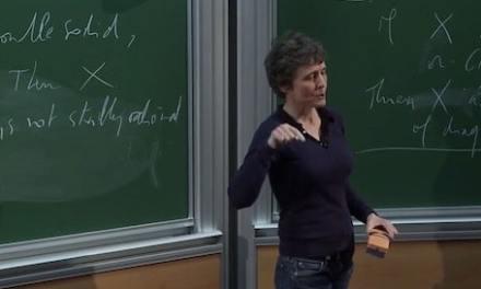 La mathématicienne Claire Voisin est la lauréate de la médaille d'or 2016 du CNRS. Il s'agit de la plus haute distinction scientifique française.