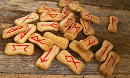 Tout savoir sur les runes, leurs symboles et leur signification et les méthodes de tirage.