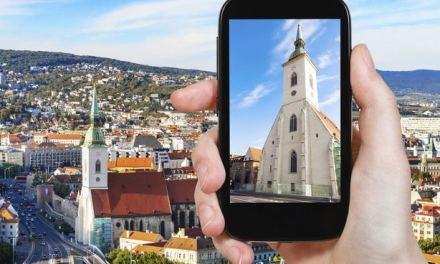 Accessibles hors connexion et gratuites, deux applications mobiles pourraient bien remplacer tous vos guides de voyage
