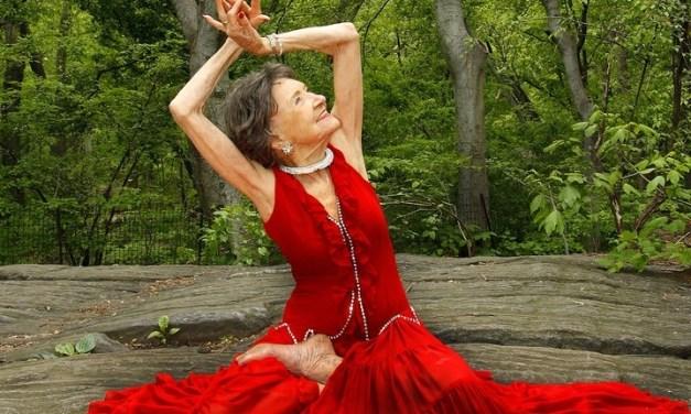 Etats-Unis: Tao, doyenne mondiale du yoga et modèle de longévité
