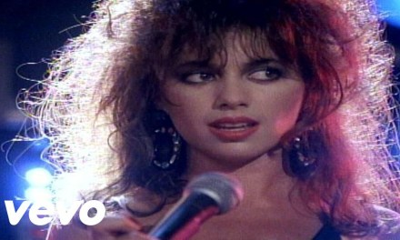 The Bangles – Walk Like an Egyptian