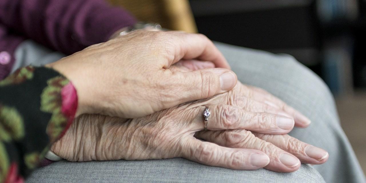 Ces personnes hébergent des personnes âgées dans leurs familles, pour leur offrir une alternative aux Ehpad et maisons de retraite