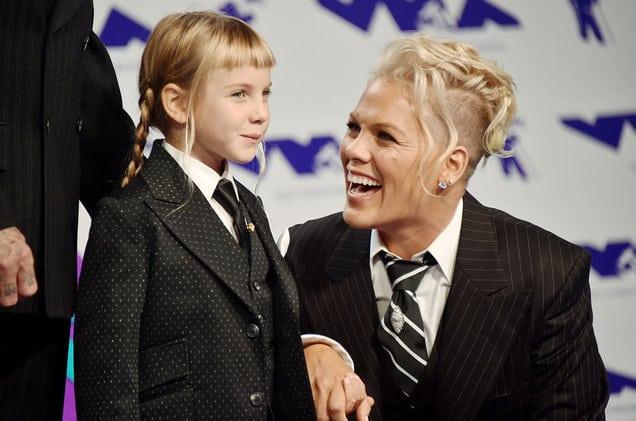 Il y a un an, la chanteuse Pink faisait un magnifique discours à sa fille, devant des millions de téléspectateurs. Inspirant.