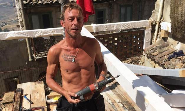 Il a acheté quatre maisons à un euro en Sicile et vous pouvez faire la même chose !