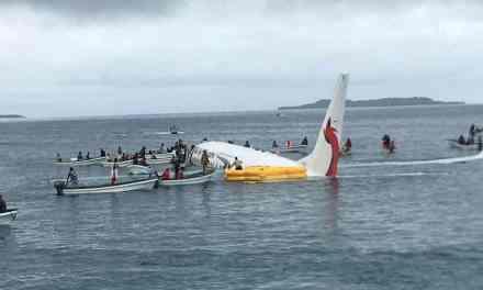 Un avion de ligne plonge dans un lagon du Pacifique. Aucun blessé!
