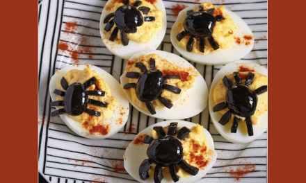 Snack sain d'Halloween à faire avec vos enfants: Les oeufs flippants aux araignées!