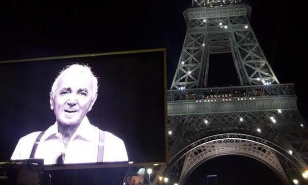 L'hommage de Paris et la Tour Eiffel à Charles Aznavour.