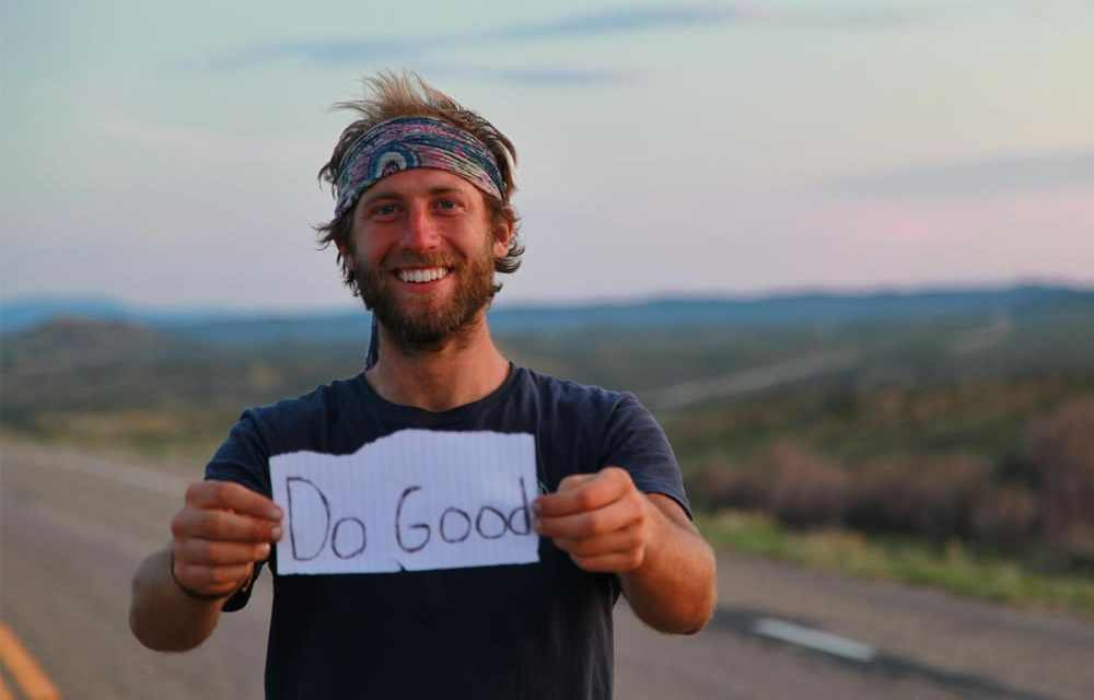 Il vit sans banque, sans salaire, sans papier toilette et il est super heureux. Vivre loin de la société de consommation, c'est le pari de Rob Greenfield.