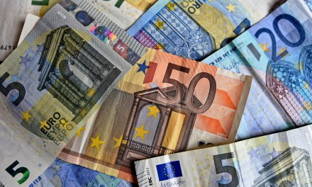 Espagne: un mystérieux donateur offre des enveloppes remplies d'argent à des villageois