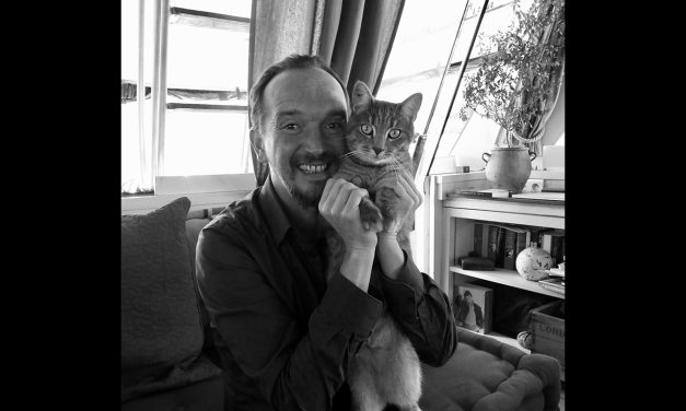 """Interview de Stéphane GARNIER,  auteur de """"Agir et penser comme un chat"""" – rencontre avec un homme «au poil!»"""