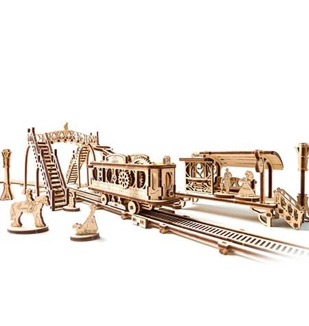 Construcción de Madera – Tranvía + Estación
