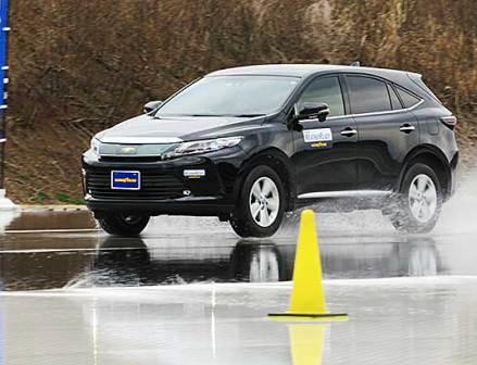 グッドイヤー「Assurance WeatherReady」冬性能とウェット、ドライを両立