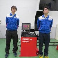 本間友大さん(右)と「S745NW-AL」