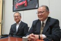 ASICの藤村専務理事(左)とチェングロウスの関口社長(右)