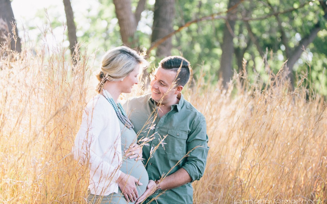 Bronwyn and Lloyd's natural maternity photoshoot