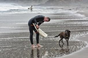 Surfing_Bethells_Beach-New_Zealand_DSC_2607_Small