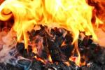 płomienie w ognisku
