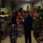 Gita and Vitauts buying flowers