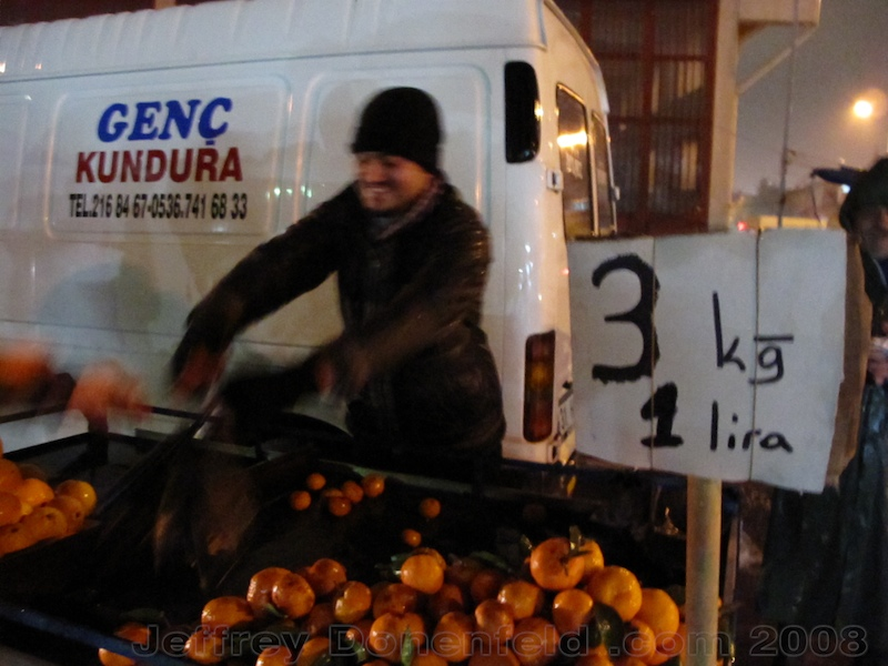 Buying clementines in Antakya