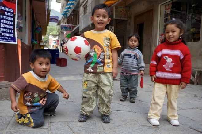kids-in-aguas-calientes_4999965183_o
