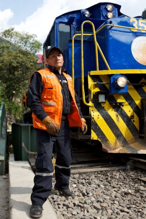 train-yard-worker_5000568278_o
