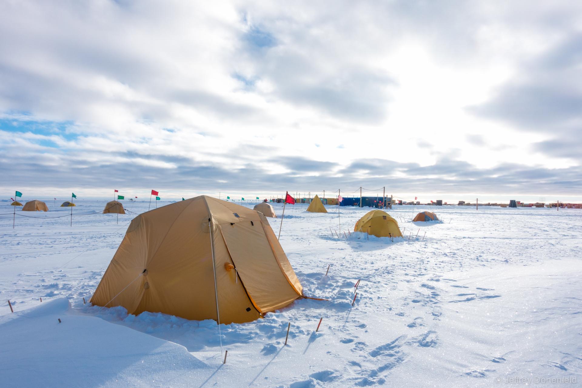DSC02188-2015-01-09 Tent City-Donenfeld-1920-WM