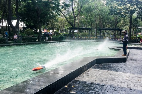 Despite the limited space in Hong Kong, there are still lots of public parks. This park even has its own model speedboat racing pond. Cool!