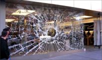 cool-storefronts-broken-apple-window