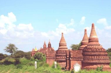 Petits temples de terre cuite à Bagan, Myanmar