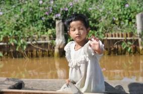 Petite fille en barque